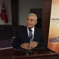 """Mehmet Akif Ersoy Fikir ve Sanat Vakfı Başkanı Mehmet Cemal Ciftçigüzeli """"Akif ve Türk – İslam Dünyasına etkileri"""" konusunda bilgi verirken"""