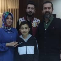 Kocagöz Ailesi; Nurdan, Ahmet Baturalp, Harun Reşit ve yeni yaşını kutlayan Ayberk Kocagöz pastanın başında