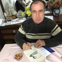 e. Avrupa Birliği Bakan Yardımcısı Dr. Alaattin Büyükkaya, kitabını Fevzi Genç için imzalarken