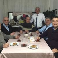 Fevzi Genç'in misafirleri Dr. Nuri Çağlar, Ahsen Okyar, Dr. Alaattin Büyükkaya, Fevzi Genç, Abdullah Köktürk, Hasan Uzunhasanoğlu