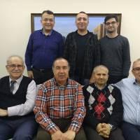 Ayaktakiler; Hasan Uzunhasanoğlu, Dr. Yunus Özen, Arif Yavuz Oturanlar: Ahsen Okyar, Dr. Alaattin Büyükkaya, Dr. Hasan Dermenci ve Dr. Oktay Taşolar