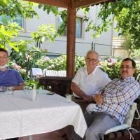 Akça Koca Kültür Platformu Başkanı Hasan Uzunhasanoğlu, Ahsen Okyar ve Necati Pilavcı