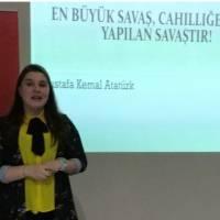 """Kocaeli Üniversitesi İngiliz Dili ve Edebiyatı 2. sınıf öğrencisi Ece Akdeniz, """"En Büyük Savaş, Cahilliğe Karşı Yapılan Savaştır!"""" konusunda bilgi verdi."""